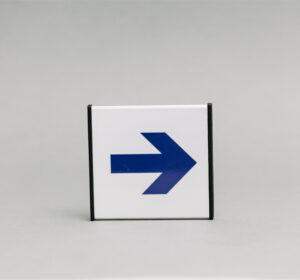 Krypties informacinis ženklas, 93x93mm išmatavimų