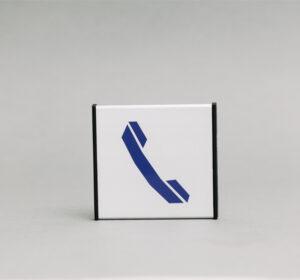 Telefono informacinis ženklas, kuris yra 93x93mm išmatavimų