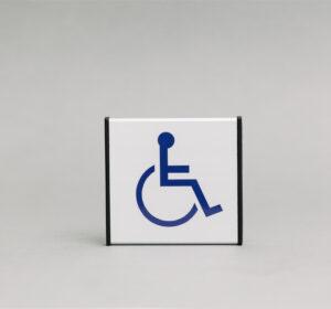 Informacinis ženklas Neįgaliesiems yra 93x93mm išmatavimų