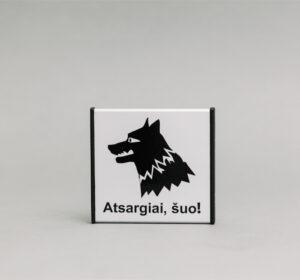 Atsargiai šuo! Informacinis ženklas, kuris yra 93x93mm išmatavimų