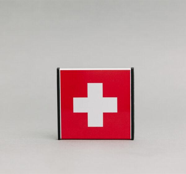Pirmosios pagalbos informacinis ženklas, kuris yra 93x93mm išmatavimų