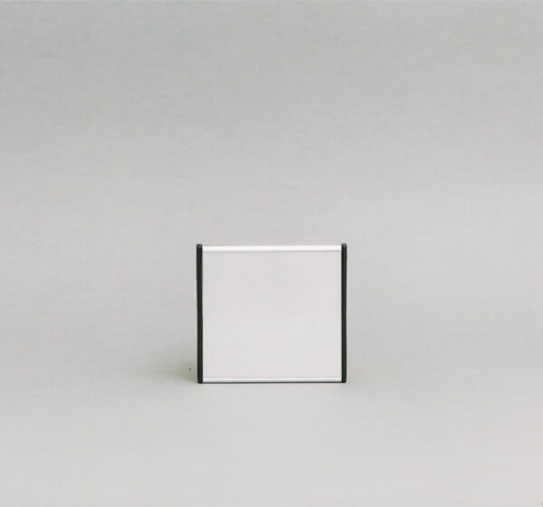 93x93mm vienpusė lentelė numeriui su juodais antgaliais