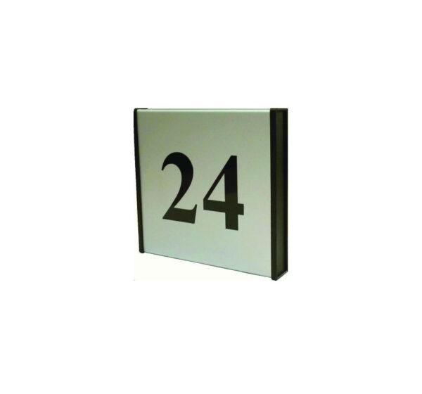 125x125mm dvipusė lentelė numeriui su juodais antgaliais ir juodu užrašu