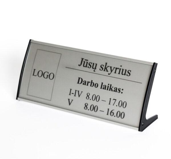 Pastatoma lentelė, kuri skirta nurodyti logotipą, skyrių ir darbo laiką.