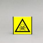 Toksinių medžiagų įspėjamasis ženklas, skirtas įspėti apie toksines medžiagas patalpose.
