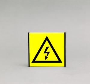 Elektros įspėjamasis ženklas, skirtas nurodyti elektros skydelį Jūsų patalpose.