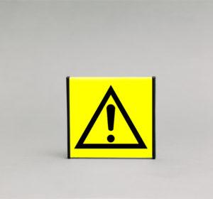 Pavojaus įspėjamasis ženklas, skirtas nurodyti bendro pobūdžio pavojų Jūsų patalpose.